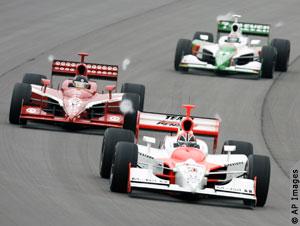 2007年在印第安纳波利斯举行的汽车大赛所有参赛车辆采用乙醇燃料,使这次大赛成为全世界第一个完全不用汽油燃料的赛车比赛 (照片:美联社)