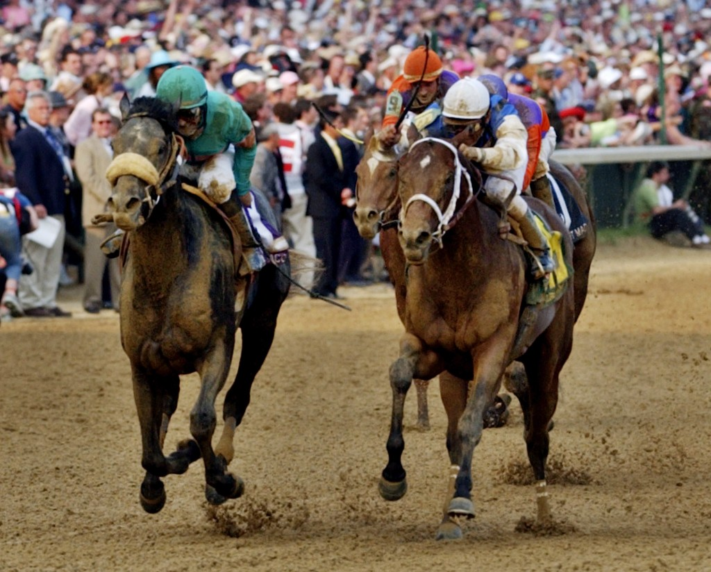 Horses at the Kentucky Derby racing down to the wire (AP Images)