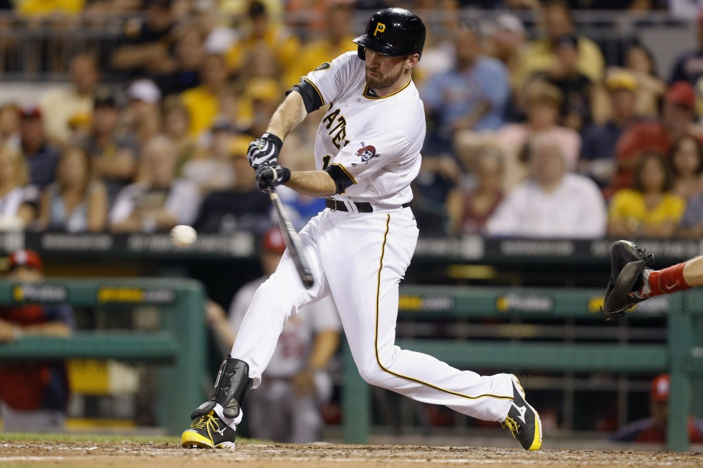 Ike Davis swinging bat (AP Images)