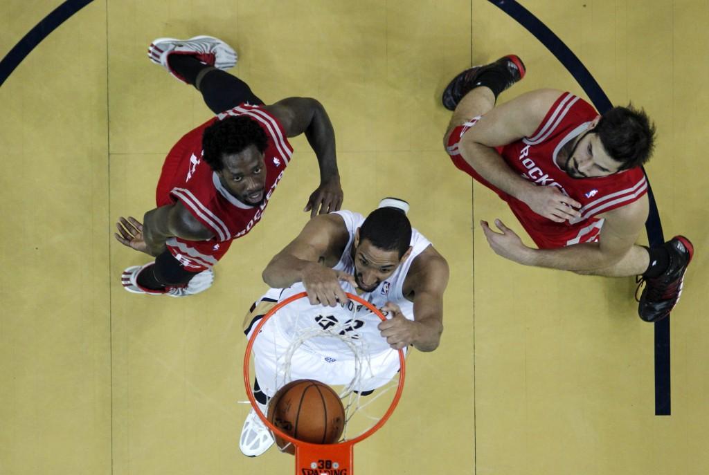 Alexis Ajinca slam dunks during basketball game (AP Images)