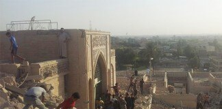 مسجد النبي يونس بعد تدميره (AP Images)