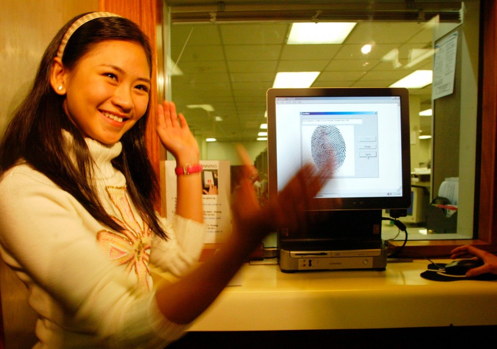 Sarah Geronimo applying for U.S. visa (AP Images)