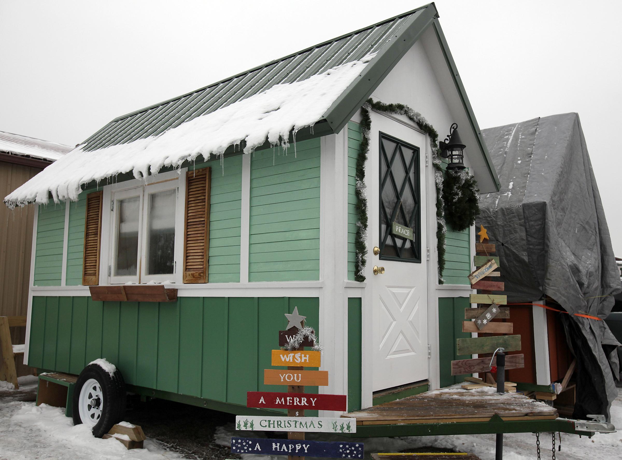Casa miniatura en Wisconsin, una innovación en el Día Mundial del Hábitat (AP Images)