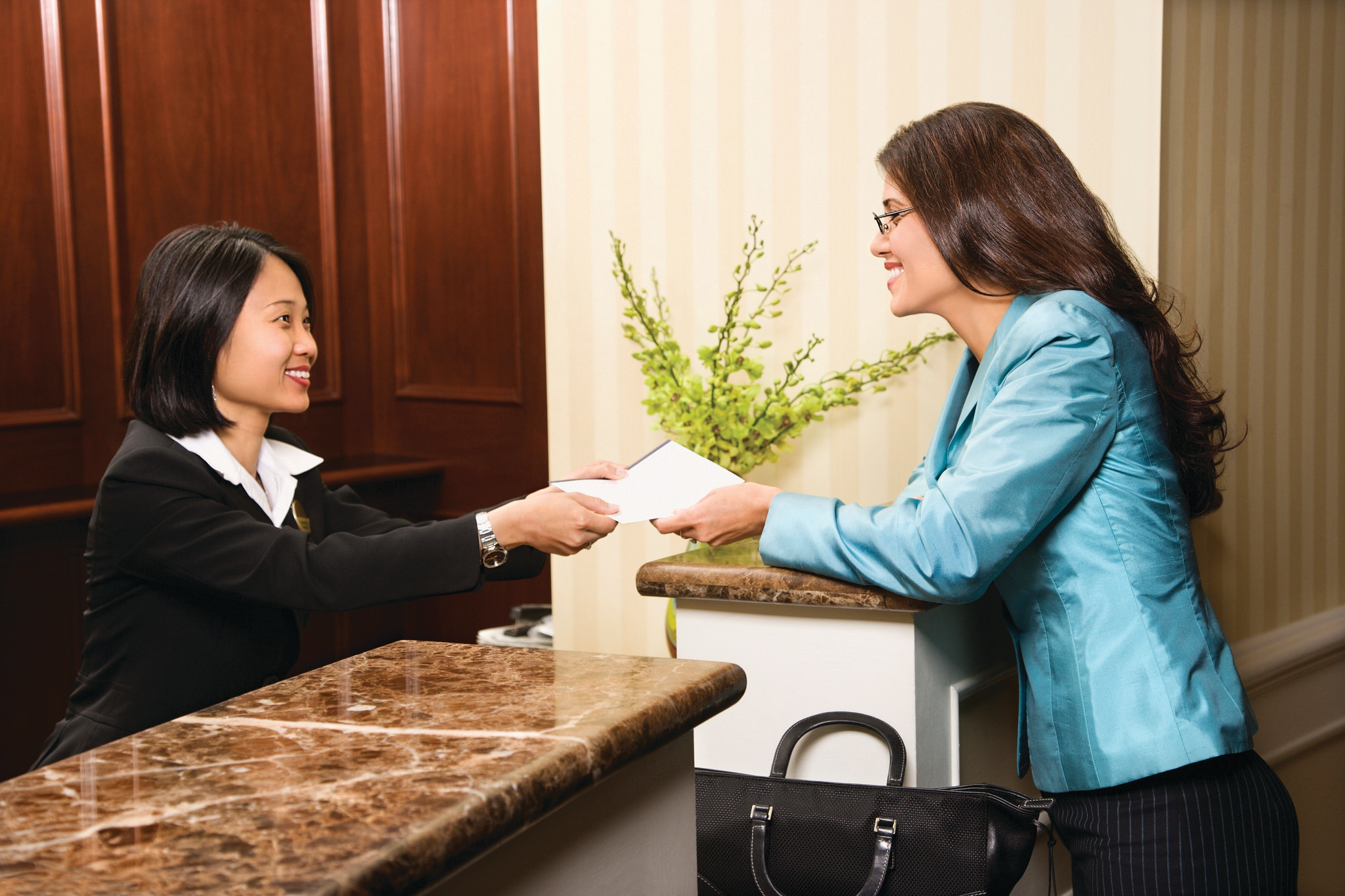 How To Get Hotel Receptionist Job