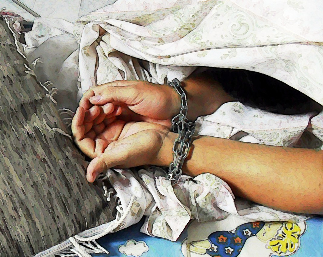 دستهایی که در زنجیر هستند (تصویرها از اِوانجلیکاز)