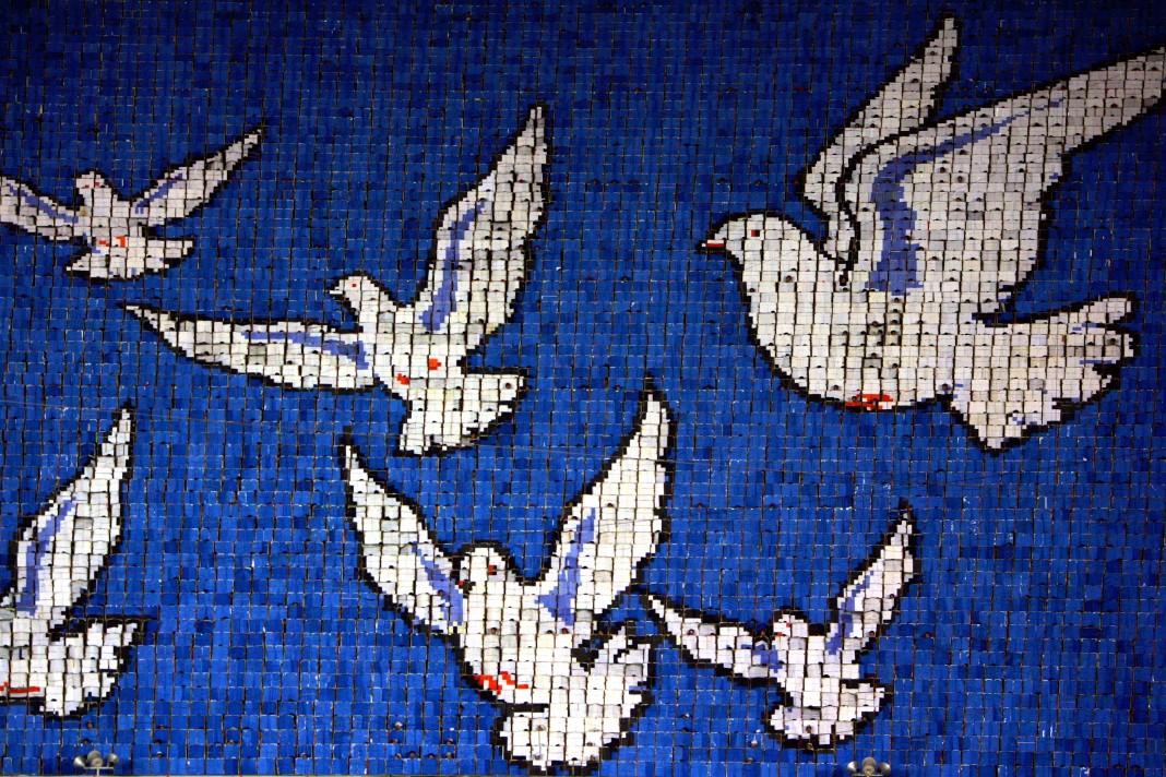 Pombas voadoras, imagem criada por estudantes norte-coreanos
