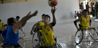 Joueurs de basket en fauteuil roulant (© AP Images)