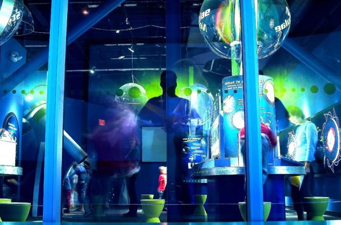 Room in science museum (Flickr/Thomas Hawk)