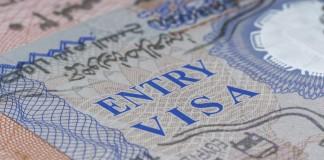 Gros plan sur une page d'un passeport (© Thinkstock)