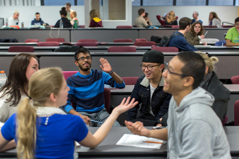 Des étudiants dans une salle de classe (© AP Images)