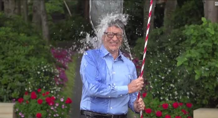El fundador de Microsoft Bill Gates responde al Desafío del cubo de hielo de ELA .(YouTube)