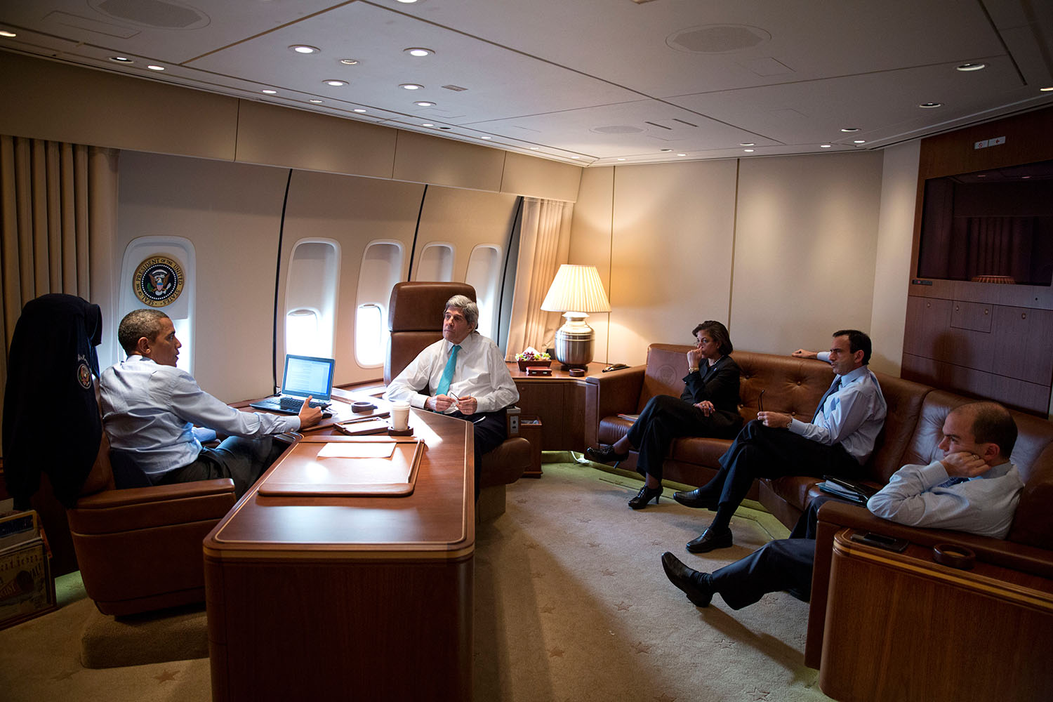 Air force one the traveling white house shareamerica for Force interieur