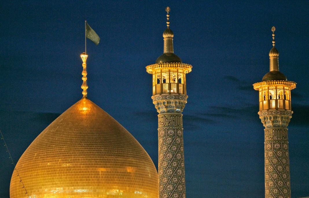Des minarets dans la nuit (© AP Images)