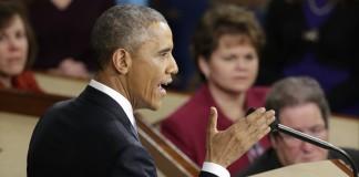 Gros plan du président Obama en train de prononcer le discours sur l'état de l'Union en 2015 (© AP Images)