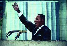 نقاشی دیواری مارتین لوتر کینگ جونیور در حال سخنرانی (عکس از کامیلو ورگارا)