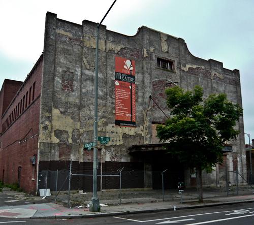 مبنى متهدم (Courtesy Howard Theatre)