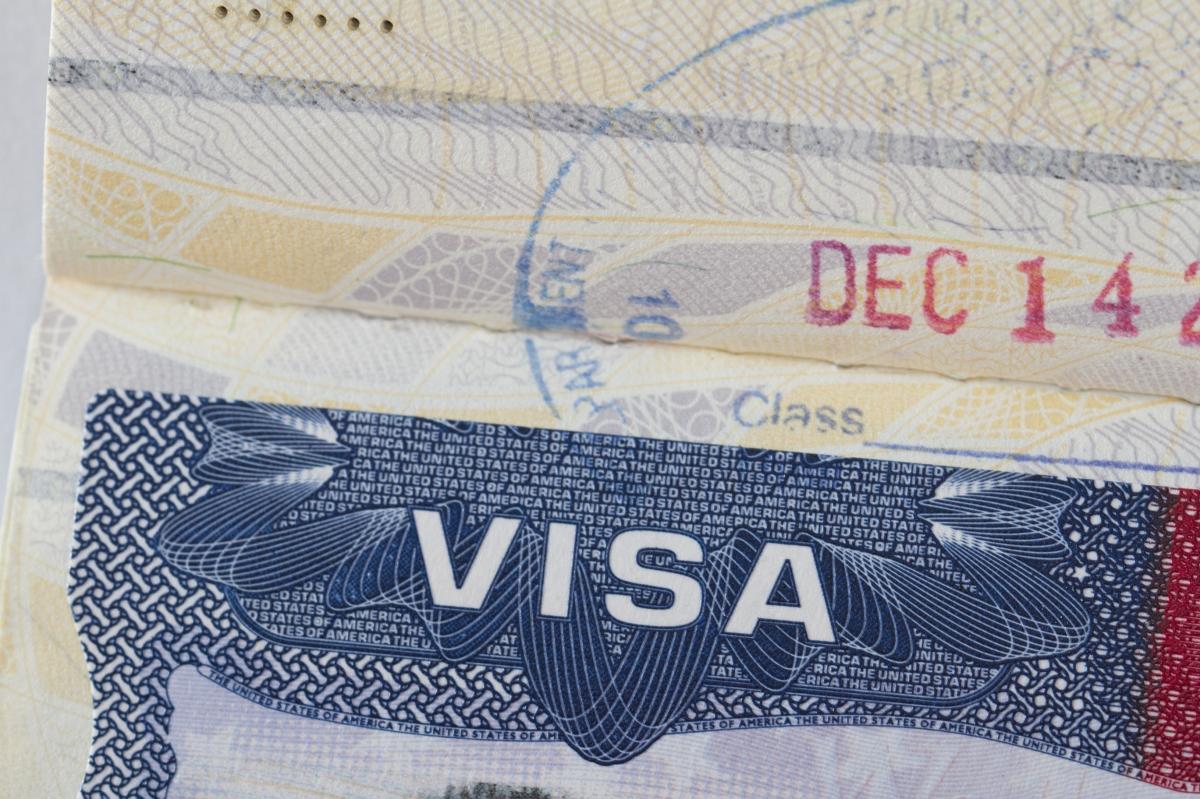 Visa imprimé à l'intérieur d'un passeport (Thinkstock)