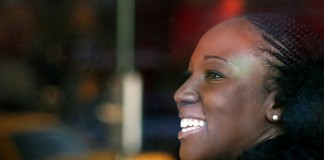 Primer plano de perfil de Toni Blackman (Foto cedida por E.R. Anderson)