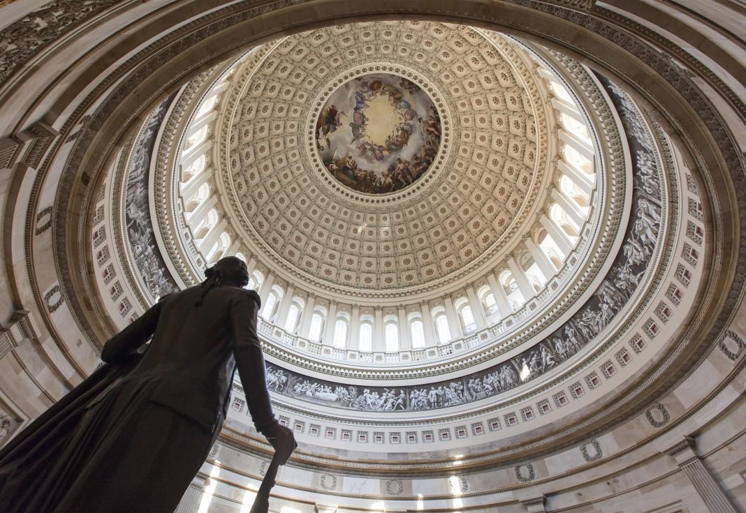 Estatua de George Washington en el Capitolio de Estados Unidos (© AP Images)