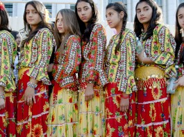 Girls dressed in traditional Roma outfits (© AP Images)