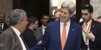 جان کری هنگام دیدار با مقامات مصری (عکس از آسوشیتدپرس)