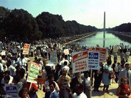 نیشنل مال پر احتجاجی مظاہرین (© AP Images)