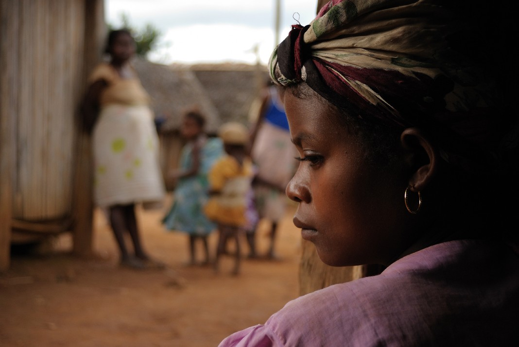 Mujeres y niños (USAID/ADRA)