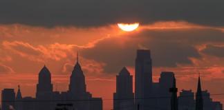 أفق مدينة فيلادلفيا ساعة الغروب (© AP Images)