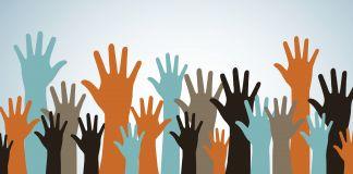 Dibujo de manos levantadas (Shutterstock)