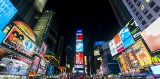 纽约时代广场上的霓虹灯广告牌(Chensiyuan/Wikimedia Commons)