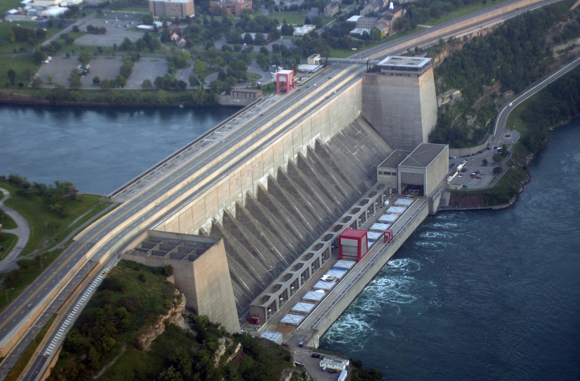 Un barrage sur un fleuve. (© AP Images)
