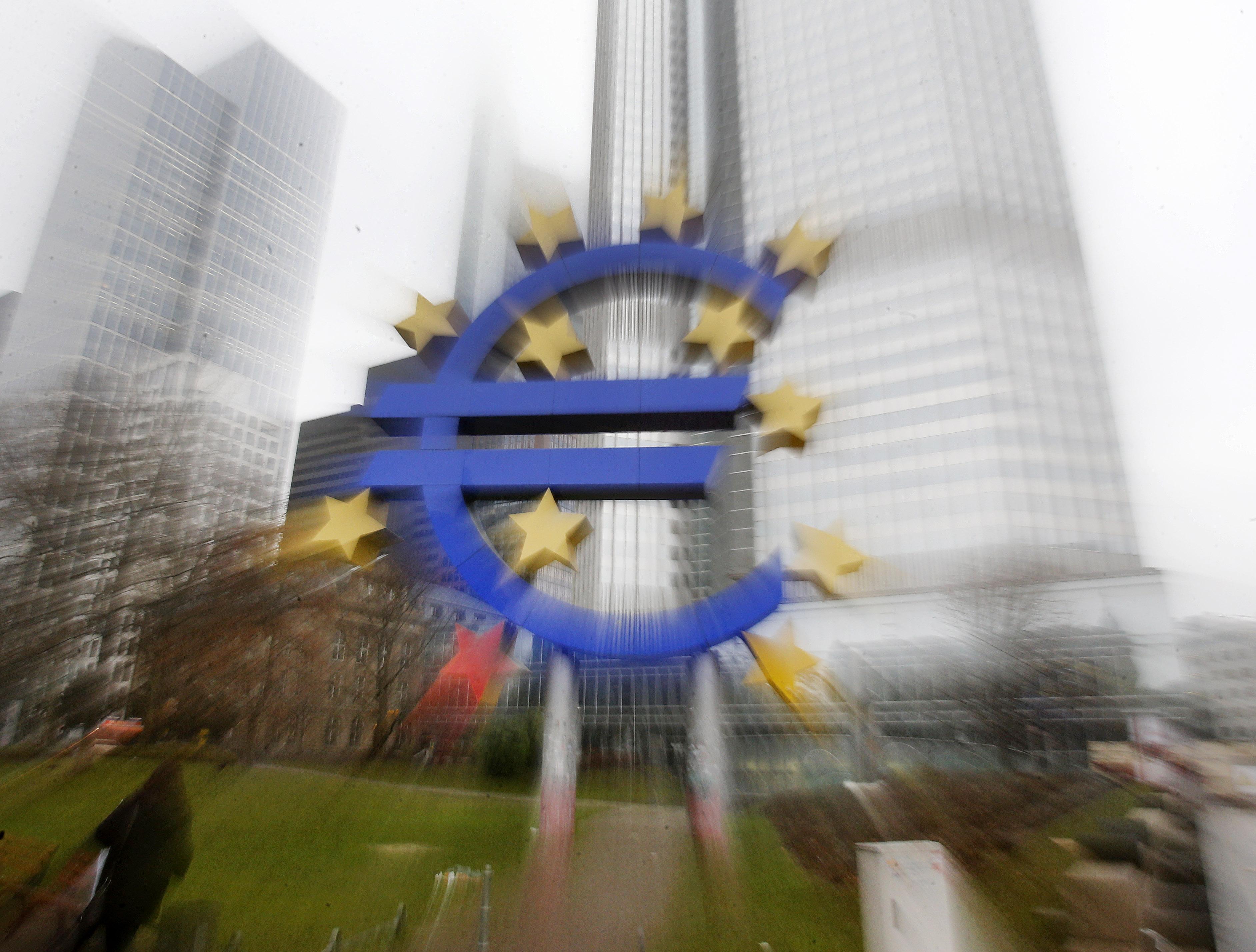 Le symbole de l'euro (© AP Images)