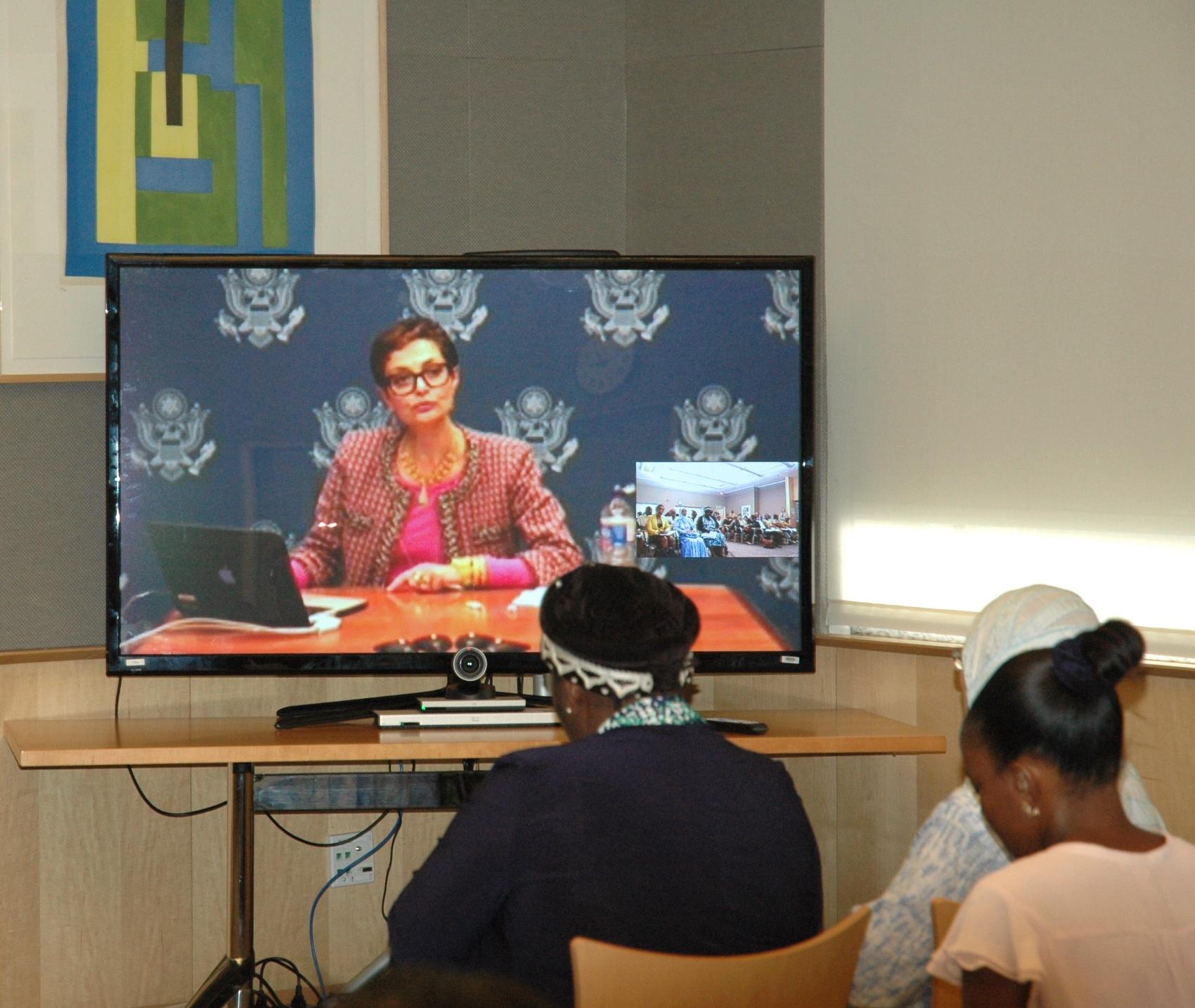 دکتر نکیسا صدریه در کنفرانس ویدیویی با زنان کارآفرین از گابن(عکس از وزارت امور خارجه)