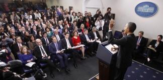 Le président Obama s'adresse à une salle de presse archicomble (Reuters/Jason Reed)