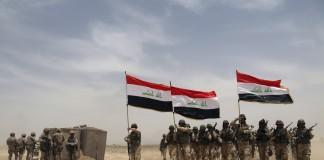 Soldados estadounidenses e iraquíes (© AP Images)