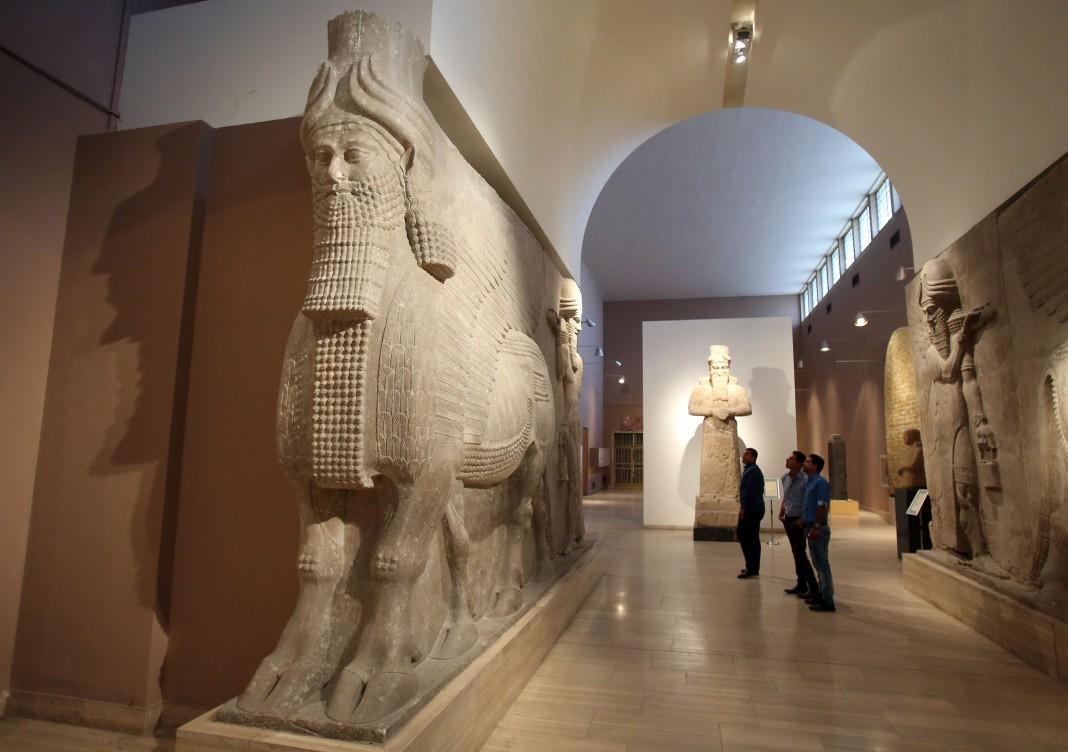 مجسمه های آشوری در تالار موزه (عکس از آسوشیتدپرس)