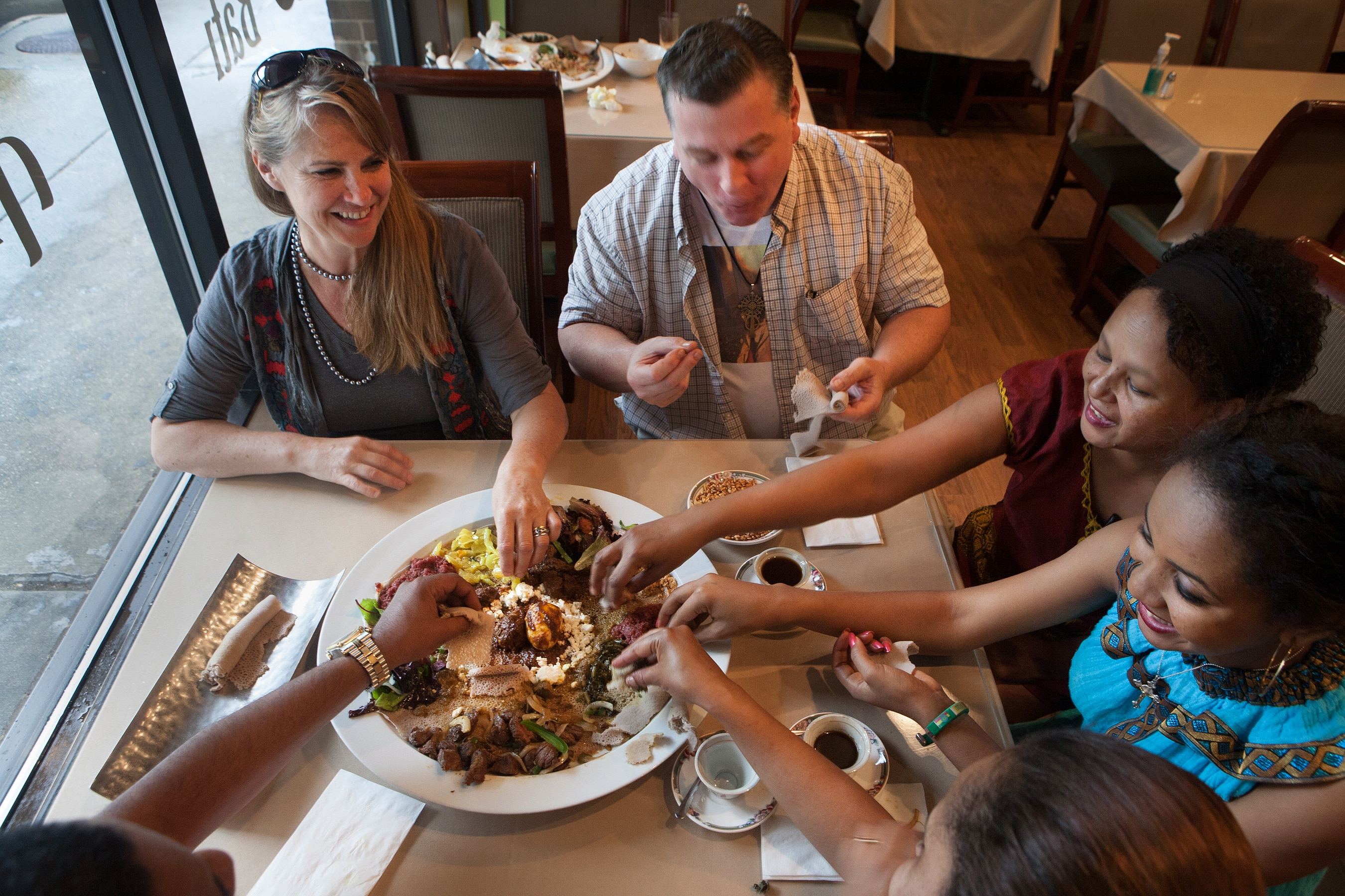 Ethiopians build largest u s community in d c shareamerica for Eating table