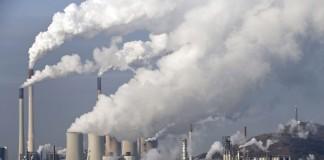 Contaminación del aire en la ciudad (© AP Images)