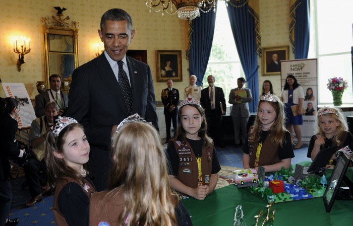 President Obama with girls wearing crowns (© AP Images)