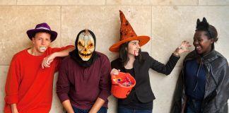 """Estudiantes disfrazados por """"Halloween"""" (Depto. de Estado/D.A. Peterson)"""