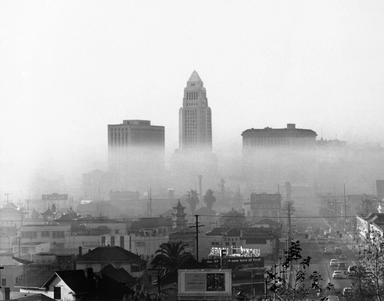 Incluso en 1958, Los Ángeles tenía días de esmog frecuentes (© AP Images)