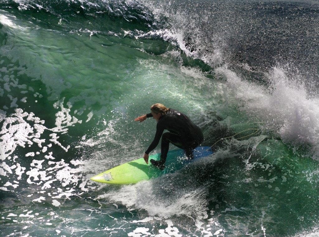 Surfista en tabla (Brocken Inaglory/Creative Commons)