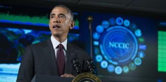 پرزیدنت اوباما در حال سخنرانی پشت تریبون (عکس از آسوشیتدپرس)