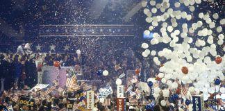 Balon jatuh dari langit-langit ke peserta konvensi (Shutterstock)
