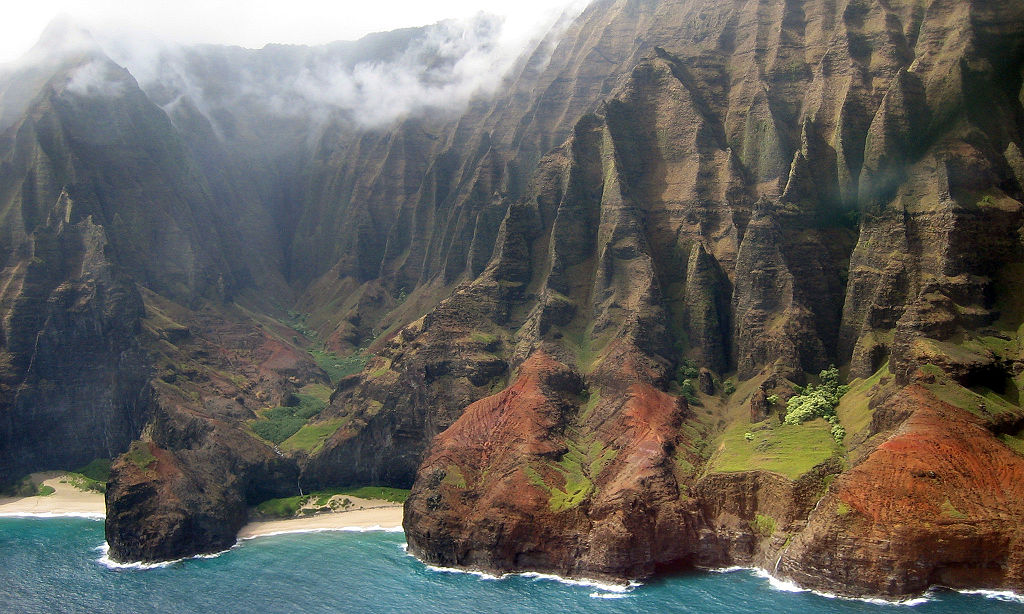 Грозные скалы вдоль берега (Justforasecond/Creative Commons)