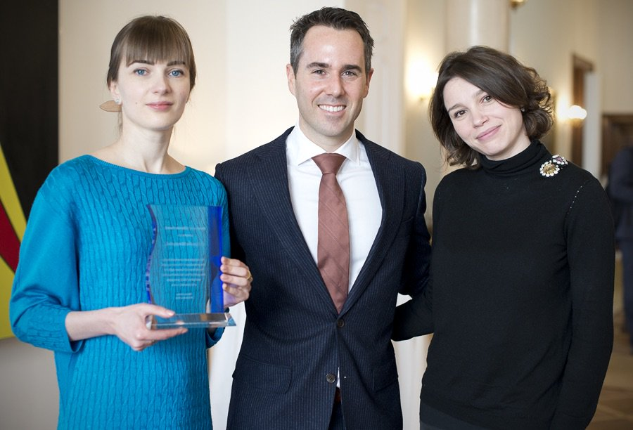 Oleksandra Matviychuk holding award and standing with Daniel Baer and Zhanna Nemtsova (U.S. Mission to the OSCE)
