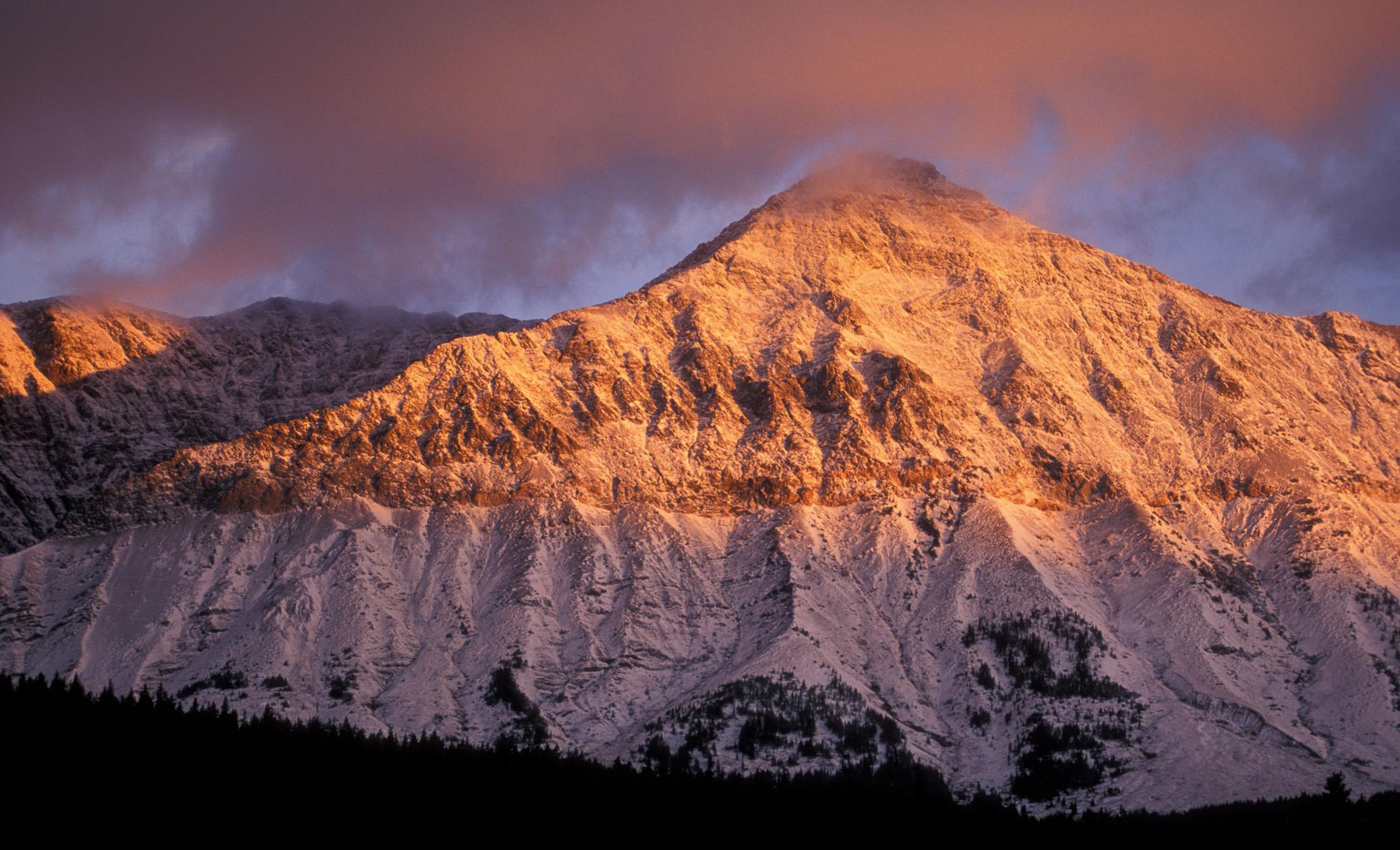 بازتاب غروب خورشید بر روی برف های کوهستان (عکس تقدیمی از دفتر گردشگری مونتانا)