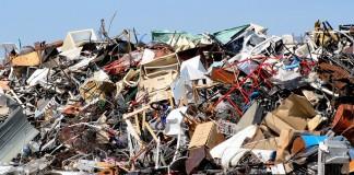 Pila de basura, metales y muebles desechados (© renemarie/Shutterstock) (© Shutterstock)