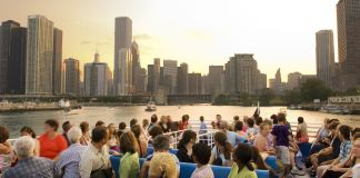 People sitting on tour boat looking at city skyline (John Lindsey/Illinois Office of Tourism)