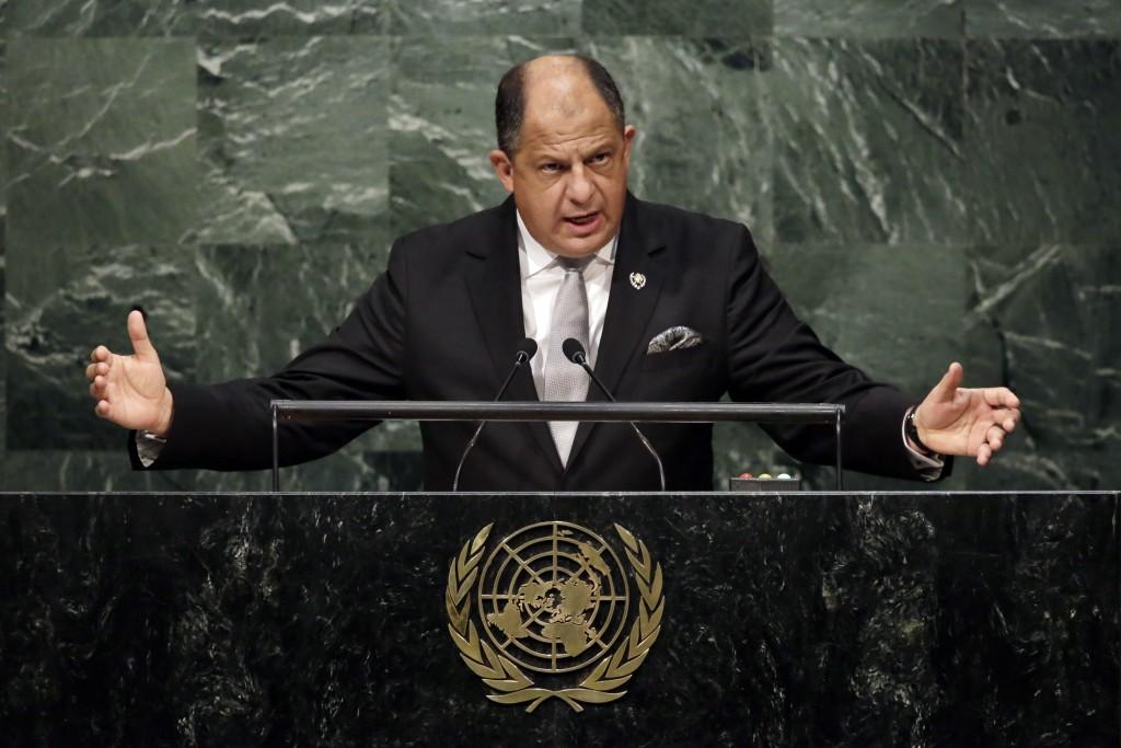 Presiden Kosta Rika Luis Guillermo Solis Rivera berbicara di podium di Majelis Umum U.N. (© AP Images)